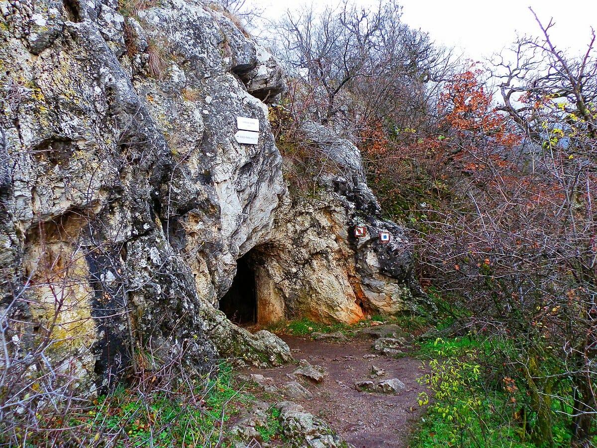 Svoradova jaskyňa cestou na Zobor